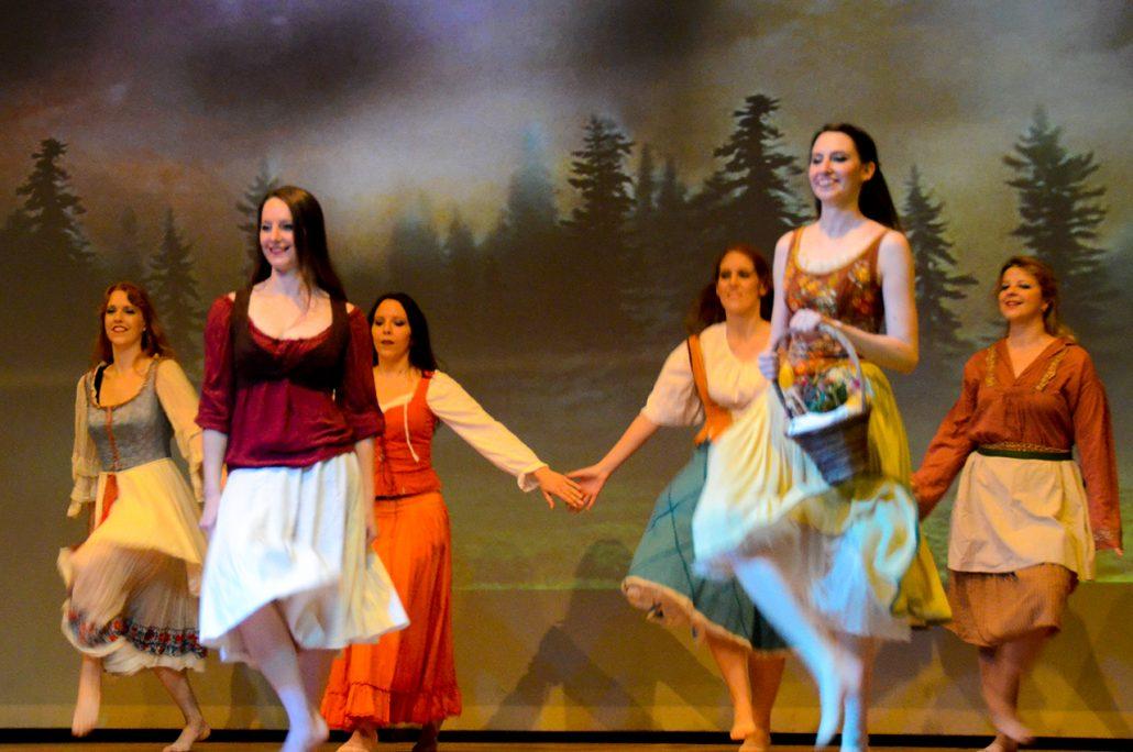 Szenenbild aus der Show Pub Tales: An einem lauschigen Sommerabend wir gefeiert